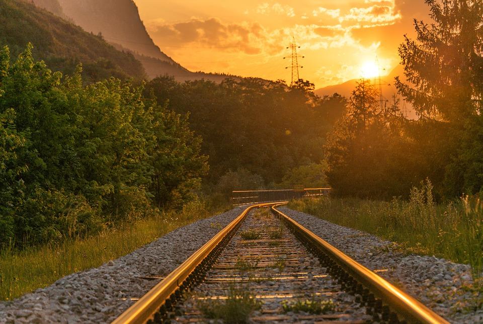 rotaie treno voli risparmia